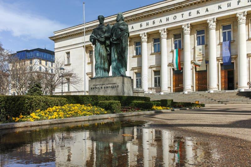 SOFIA BULGARIEN - MARS 17, 2018: Fantastisk sikt av St Cyril och Methodius för nationellt arkiv i Sofia arkivfoto