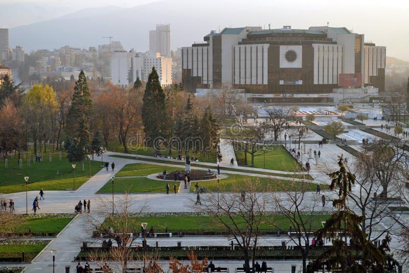 Sofia/Bulgarien - November 2017: Balkongsikt av den nationella slotten av kultur NDK, den största multifunctional konferensen royaltyfria foton