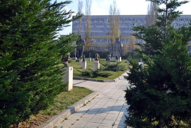 Sofia/Bulgarien - November 2017: Skriva in museet av socialistisk konst fotografering för bildbyråer