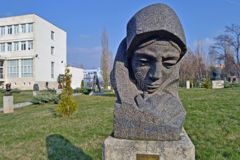 Sofia/Bulgarien - November 2017: Und Sie sprechen durch meine Herzstatue durch Nikolay Shmirgela am Museum von sozialistischen Kü stockfoto