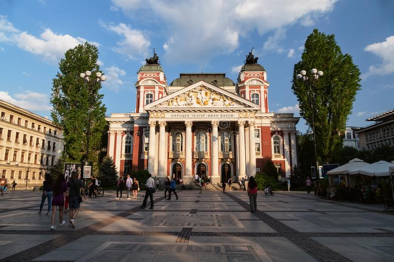 SOFIA, BULGARIJE - APRIL 27, 2018: Ivan Vazov National Theatre in het stadscentrum van Sofia, Bulgarije royalty-vrije stock foto's