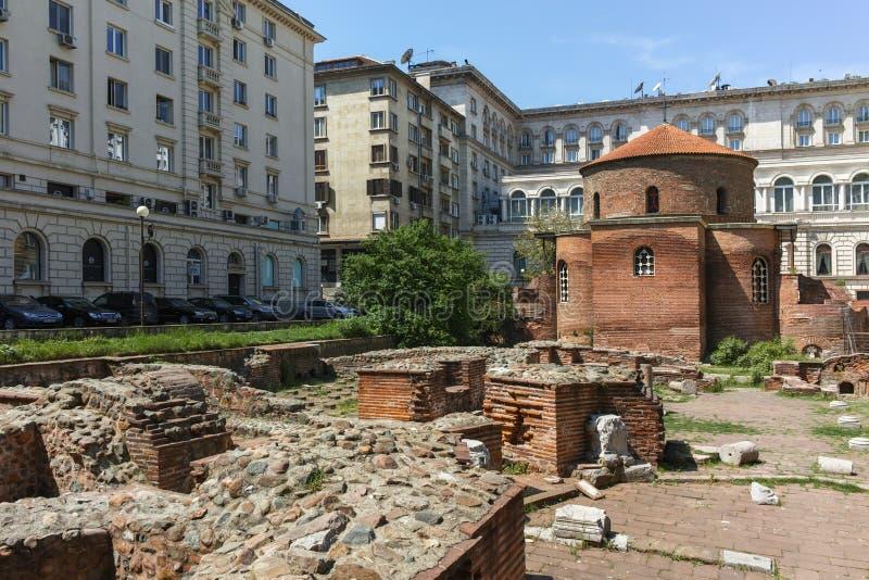 SOFIA, BULGARIJE - APRIL 24, 2018: Verbazende mening van Kerk St George Rotunda binnen in Sofia stock foto