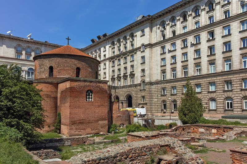 SOFIA, BULGARIJE - APRIL 24, 2018: Verbazende mening van Kerk St George Rotunda binnen in Sofia stock fotografie