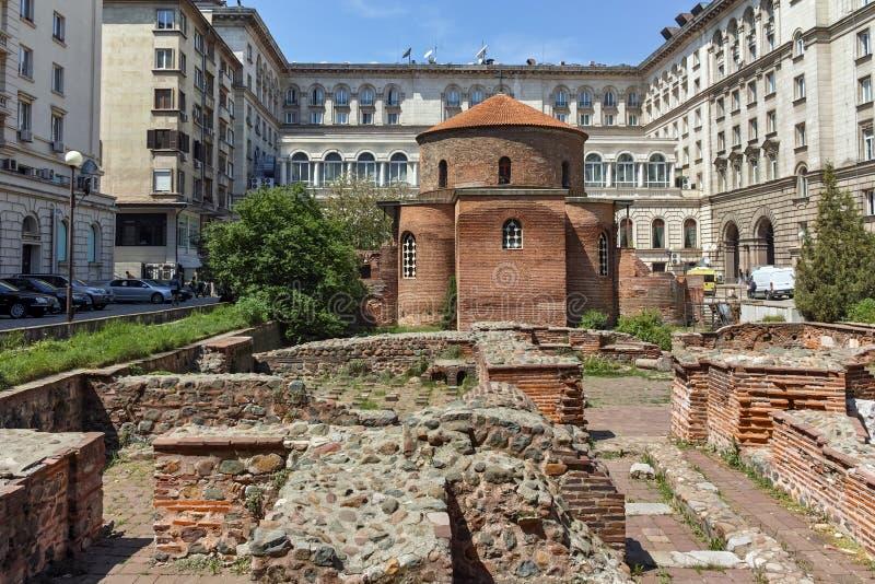 SOFIA, BULGARIJE - APRIL 24, 2018: Verbazende mening van Kerk St George Rotunda binnen in Sofia stock foto's