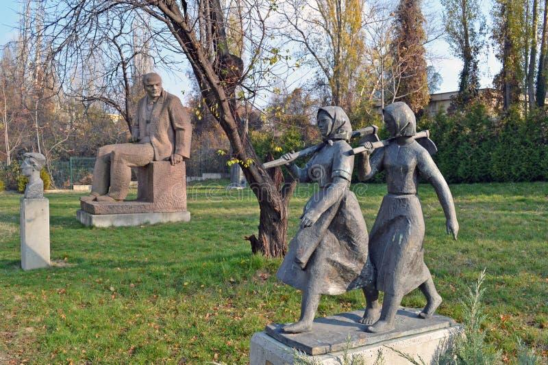 Sofia/Bulgarije - November 2017: Sovjet-erastandbeelden in het museum van socialistisch art. stock afbeelding
