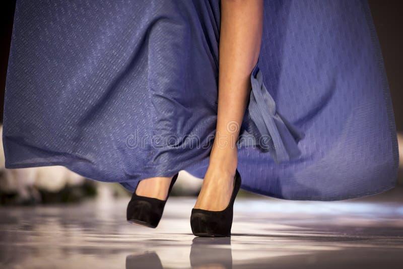 Sofia Fashion Week modells ben arkivfoto