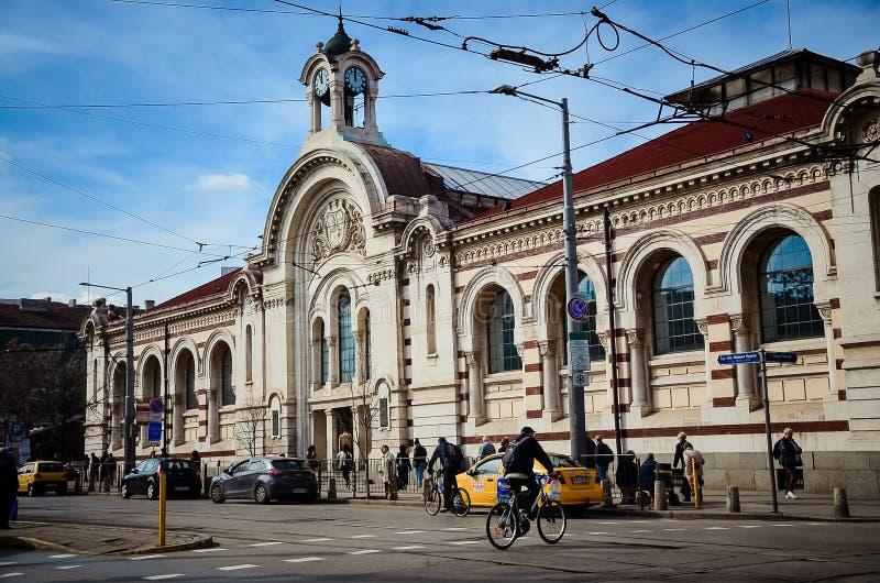 Sofia Market Hall e sinagoga centrais em Sófia, Bulgária imagens de stock royalty free