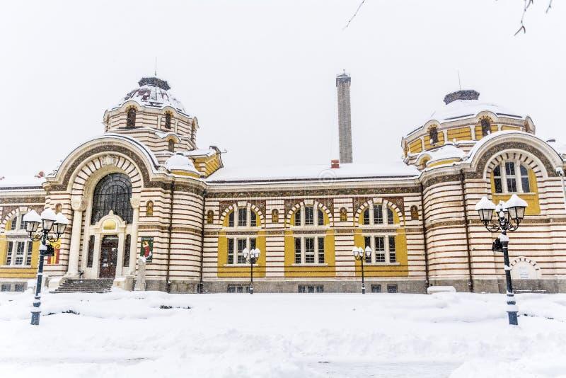 Sofia Public Bathhouse en Sofía, Bulgaria en el invierno foto de archivo