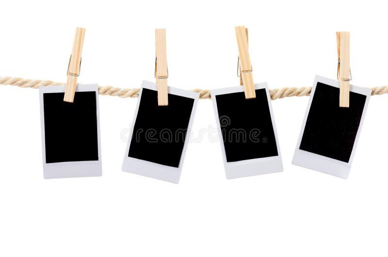 Sofortige Fotografien, die an einer Seilwäscheleine hängen stockfoto