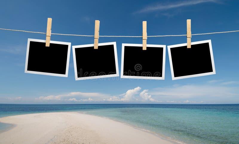 Sofortige Fotos am Strand stockbild