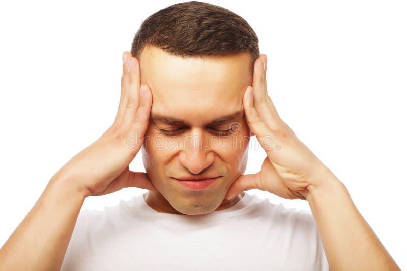 Sofrimento atrativo do homem novo da dor de cabeça forte foto de stock royalty free