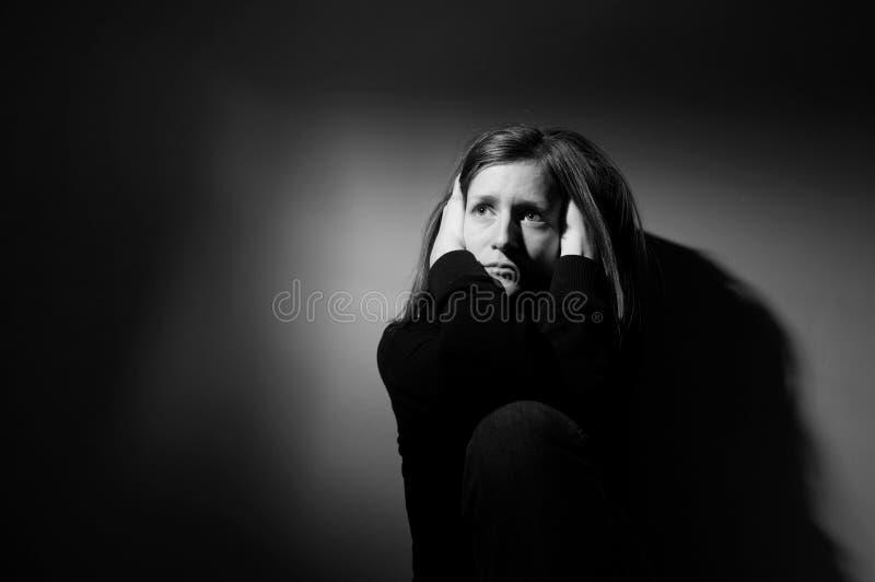 Sofrimento da mulher nova fotografia de stock