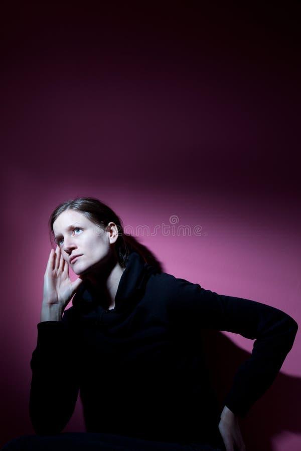 Sofrimento da mulher nova foto de stock royalty free