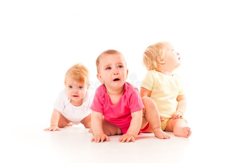 Sofrimento do ` s das crianças dos três bebês fotografia de stock