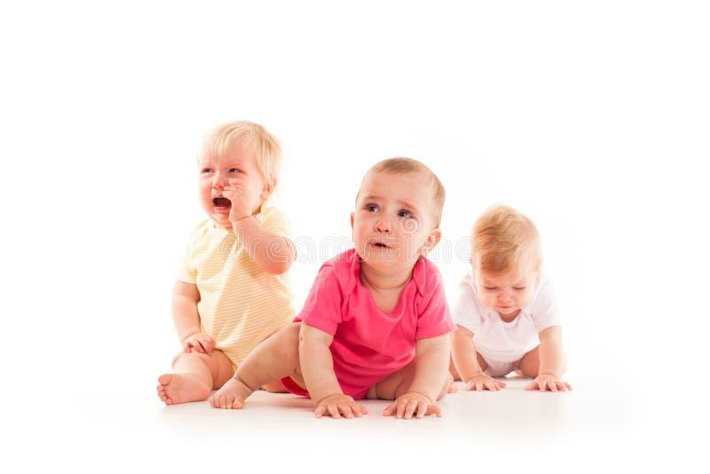 Sofrimento do ` s das crianças dos três bebês imagem de stock