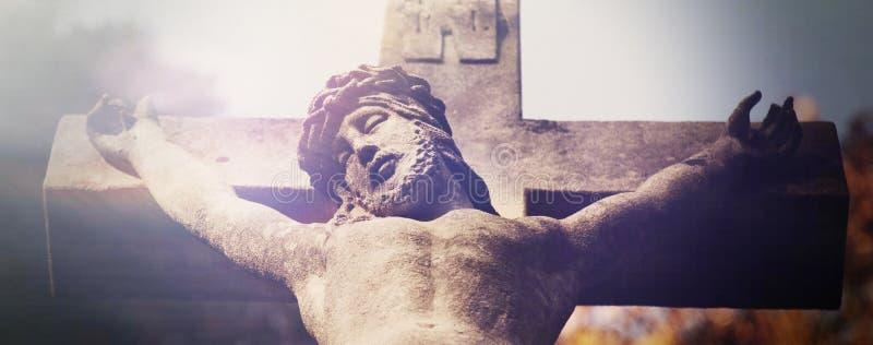 Sofrimento e morte de Jesus Christ View da parte inferior do fotografia de stock