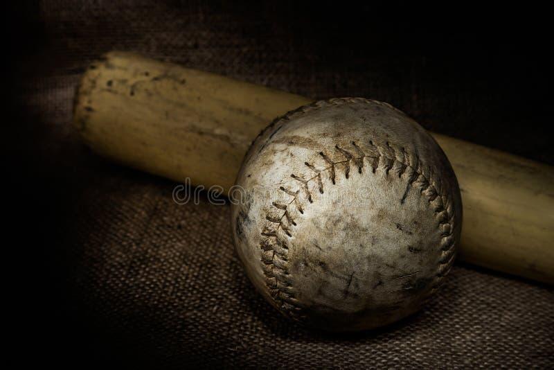 Softball i nietoperz zdjęcie stock