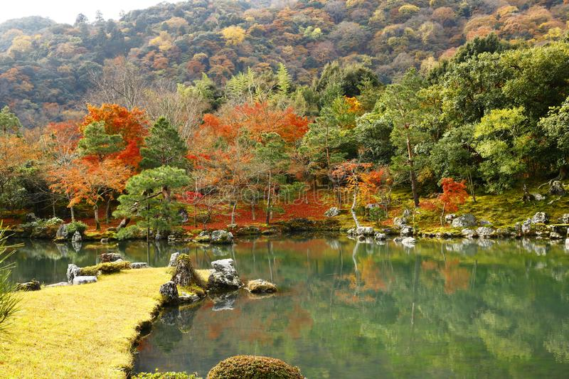 Sogen-'chi' con Arashiyama come i precedenti fotografia stock libera da diritti