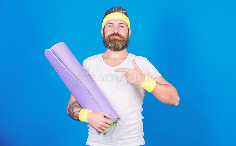 Soggiorno nella forma Vettura professionale di yoga dell'atleta motivata per prepararsi Lascia la classe di yoga di inizio Yoga c fotografia stock libera da diritti