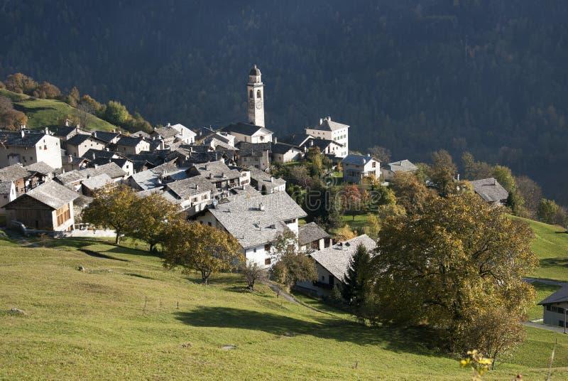 Soglio na região de Bregaglia - Switzerland imagens de stock