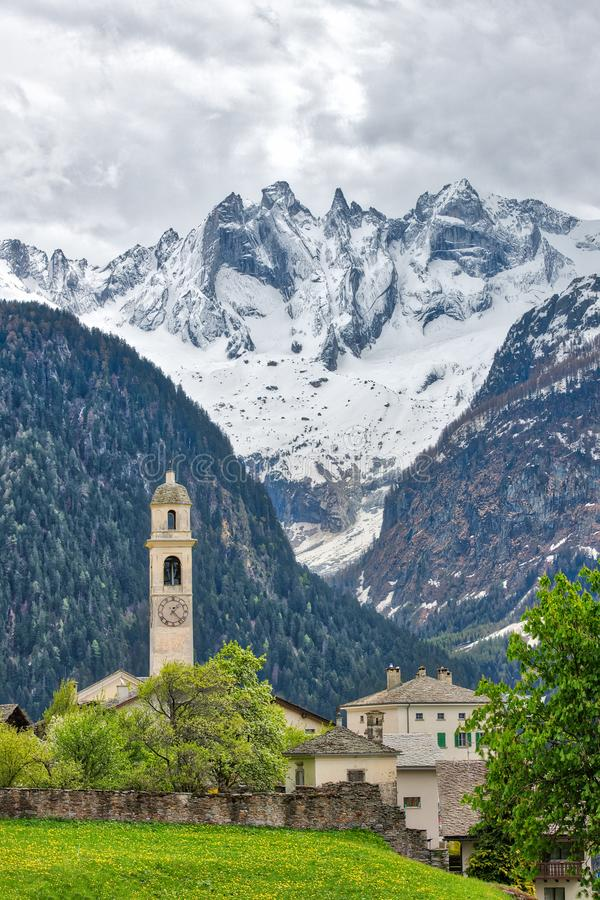 Soglio Village des Alpes suisses Dans la vallée de Bregaglia, biseautez photographie stock