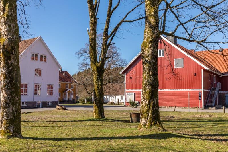 Sogne, Norwegen - 21. April 2018: Sogne Gamle Prestegard oder altes Sogne-Pfarrhaus Pfarrhaus mit hölzernen Gebäuden, Weste-Agder lizenzfreie stockfotografie