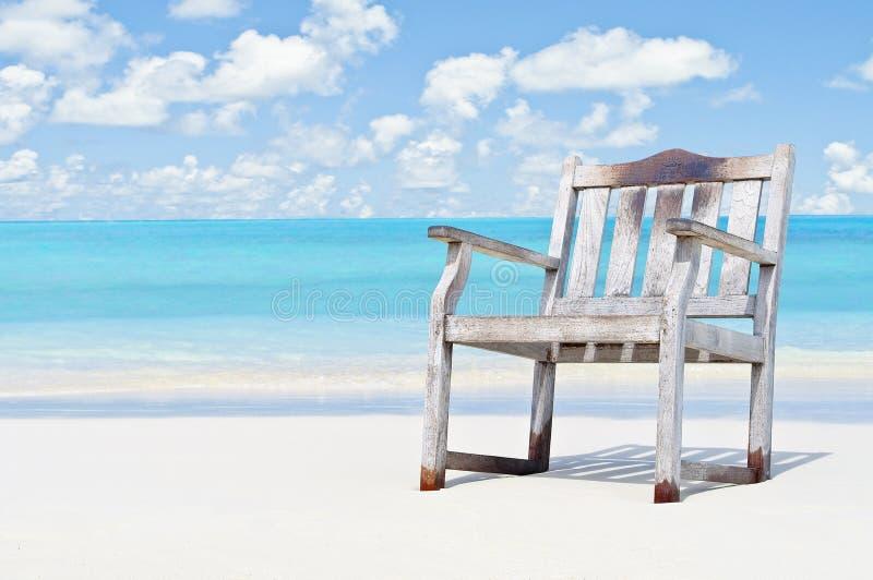 Sogno caraibico con acqua blu azzurrata e la costa bianca della sabbia fotografia stock