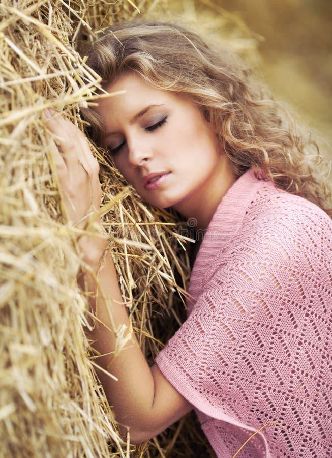 Sogno della giovane donna immagine stock