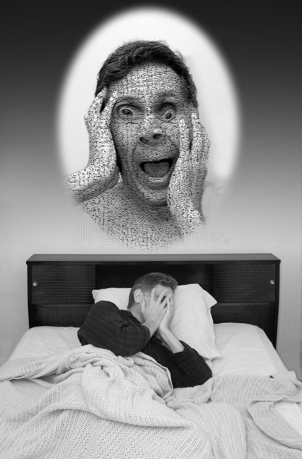 Sogno difettoso, uomo che ha incubo fotografia stock