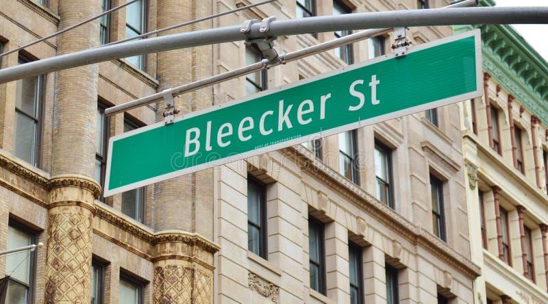 SoHo i stadens centrum NYC för New York City Bleecker gatatecken moderiktig gata royaltyfri fotografi