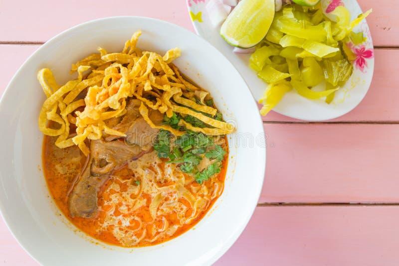 Soi Khao νουντλς - παραδοσιακά ταϊλανδικά τρόφιμα στοκ εικόνα με δικαίωμα ελεύθερης χρήσης