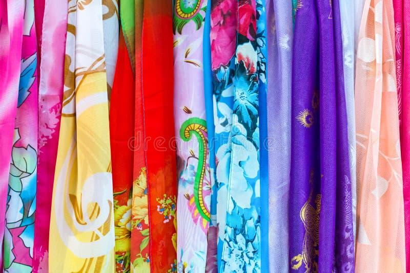 Download Soie Colorée Dans Le Magasin à Vendre Dans Pékin Chine Photo stock - Image du tissu, objets: 76088416
