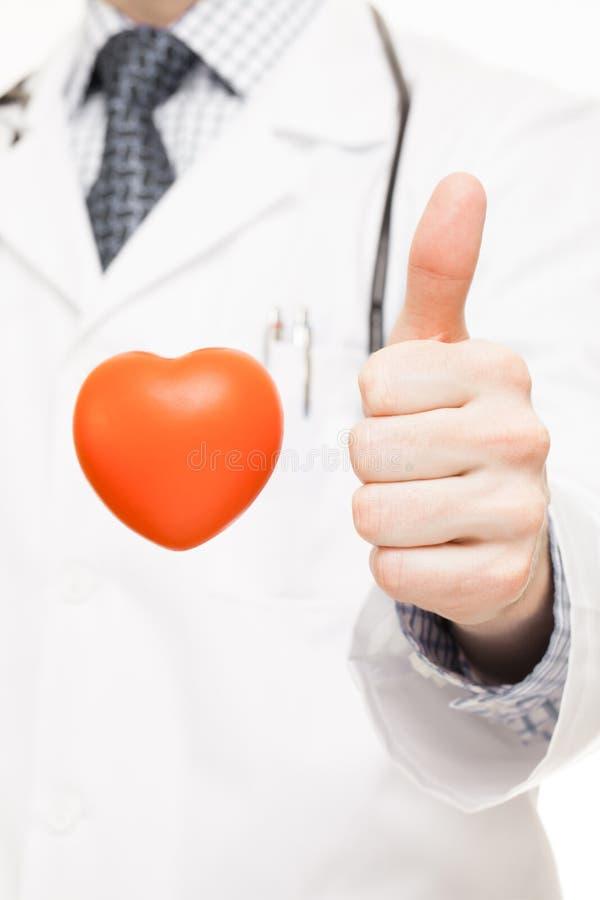 Download Soignez Montrer Le Pouce Avec Le Coeur De Jouet Devant Lui Image stock - Image du disease, battement: 77162941