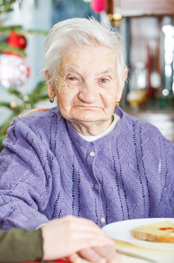 Soins à la maison pluss âgé photos stock