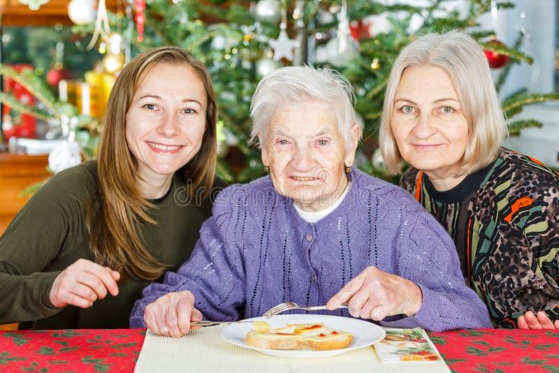 Soins à la maison pluss âgé image libre de droits
