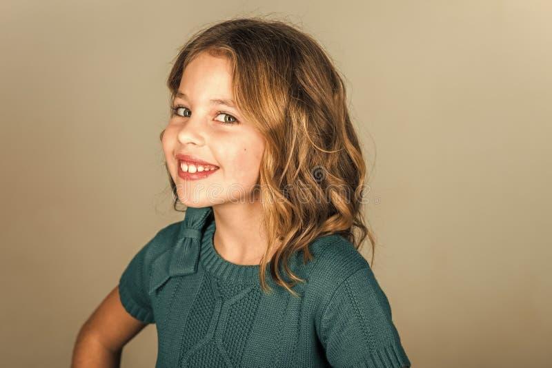 Soins de la peau de visage d'enfants Visage de fille de portrait dans votre advertisnent Beauté et mode d'enfant, cosmétiques et  photos stock
