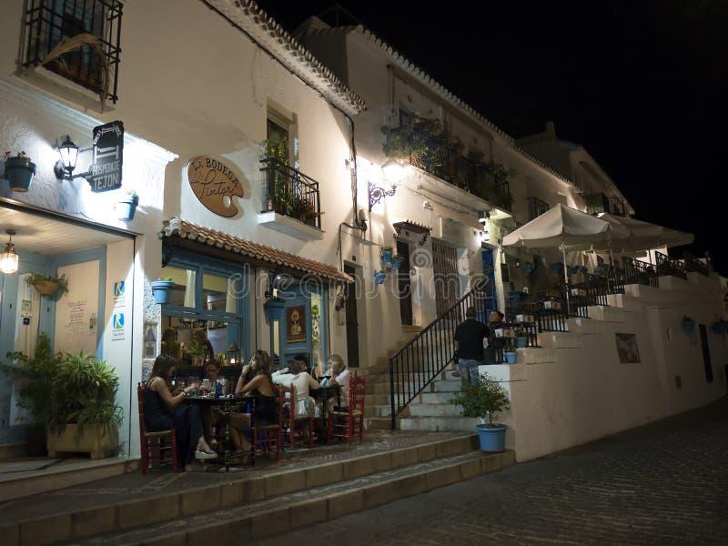 Soirée à Mijas un des villages 'blancs' les plus beaux d'Andalousie images stock