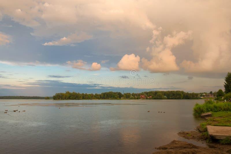 Soirée au lac Valdai images stock