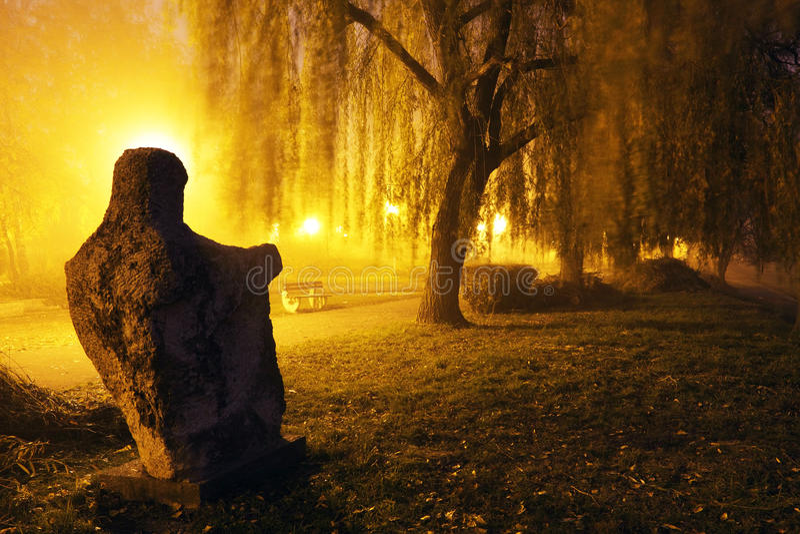 Soirée brumeuse dans Arad photo libre de droits