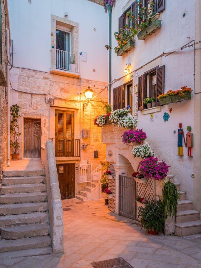 Soirée dans Polignano une jument, Bari Province, Pouilles, Italie du sud photos libres de droits