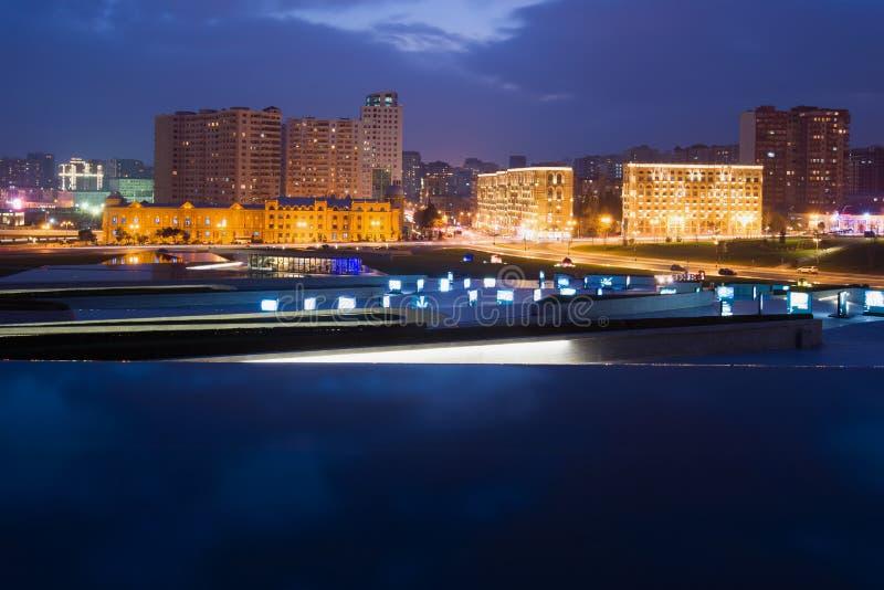 Soirée de janvier à Bakou moderne l'azerbaïdjan photo libre de droits