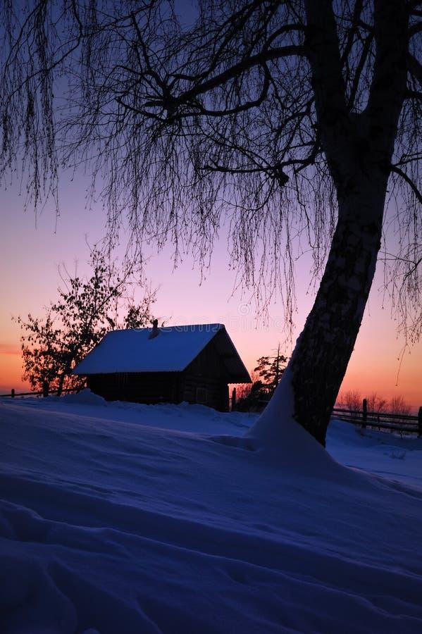 Soirée de l'hiver en Russie photographie stock libre de droits