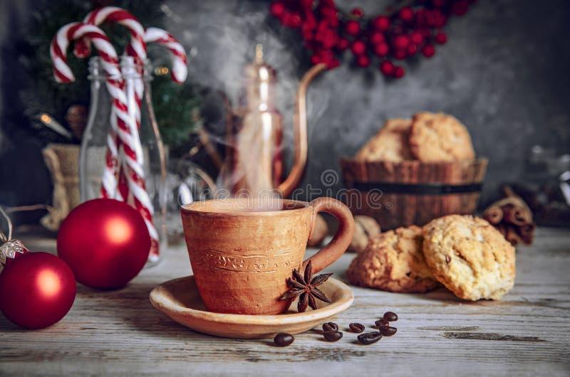 Soirée de Noël avec des biscuits chauds image libre de droits