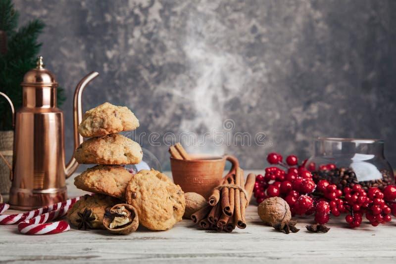 Soirée de Noël avec des biscuits chauds photographie stock libre de droits