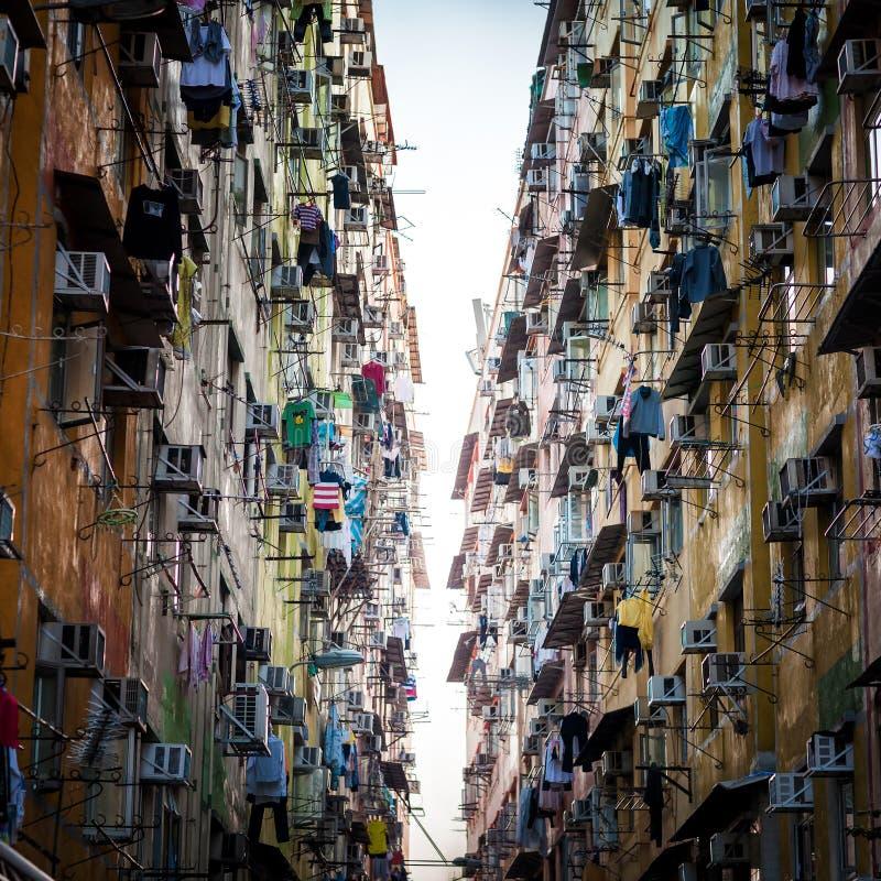 Soirée de vieux appartements compacts en Hong Kong photo libre de droits
