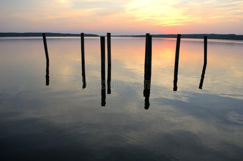 Soirée par le lac images stock