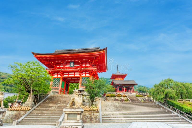 Soirée rouge d'entrée de temple de Kiyomizudera de porte de RO-lundi image libre de droits