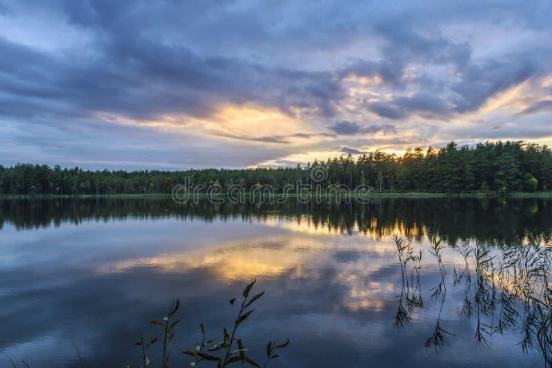 Soirée sur le lac images stock