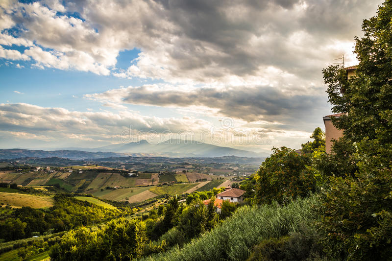 Download Soirée Sur Les Collines De L'Italie Photo stock - Image du agriculture, noir: 45369178