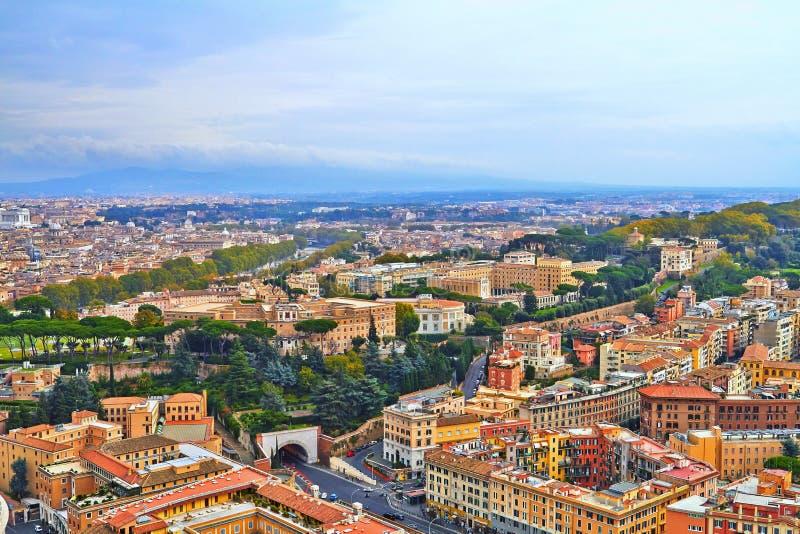 Soir?e de b?timent de panorama de Rome photos libres de droits